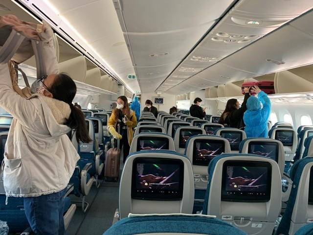 Từ ngày 27/7, khách đi tàu xe, máy bay tiếp tục bắt buộc phải đeo khẩu trang và khai báo y tế