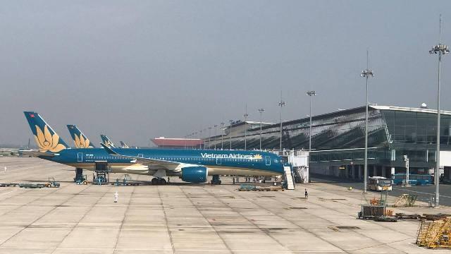 Đúng 15h10 phút, chuyến bay VN6 đã hạ cánh tại sân bay quốc tế Nội Bài, chậm hơn kế hoạch ban đầu 4 tiếng.