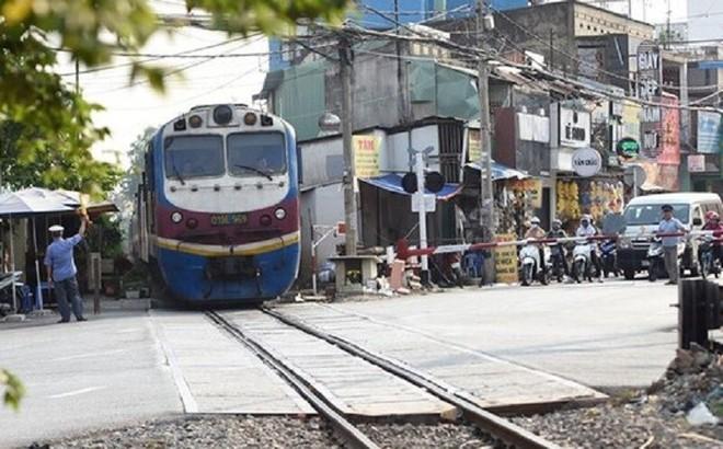 Đường ngang có gác Km1696+458 tuyến đường sắt Bắc - Nam, thuộc địa bàn phường Trung Dũng, TP. Biên Hòa