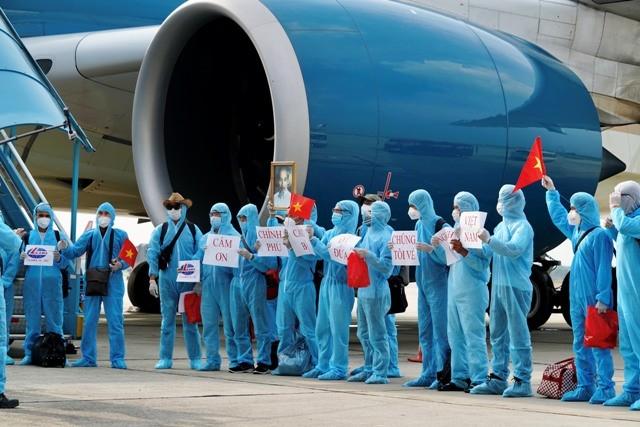 Thật bất ngờ khi tất cả bày tỏ sự biết ơn của mình bằng một cách đặc biệt khi đặt chân xuống sân bay Nội Bài