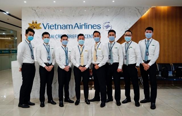 Đoàn tiếp viên Vietnam Airlines phục vụ trên chuyến bay VN6 giải cứu công dân Việt Nam tại Guinea Xích đạo