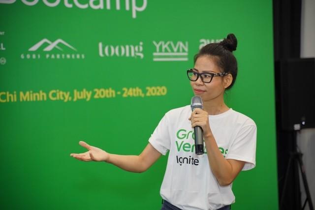 Bà Nguyễn Thái Hải Vân, Giám đốc Điều hành Grab Việt Nam trao đổi với các startup tại sự kiện Grab Ventures Ignite bootcamp