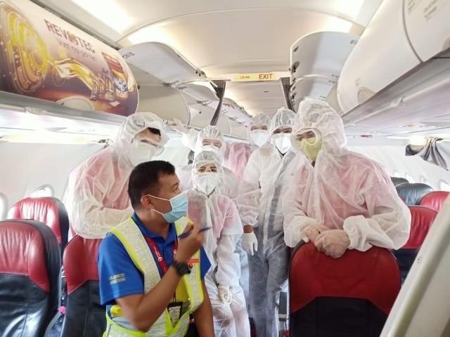 Phi hành đoàn bay trước giờ lên đường giải cứu công dân Việt Nam ở nước ngoài