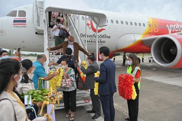 Những hành khách đầu tiên đặt chân xuống sân bay Nakhon Si Thammarat