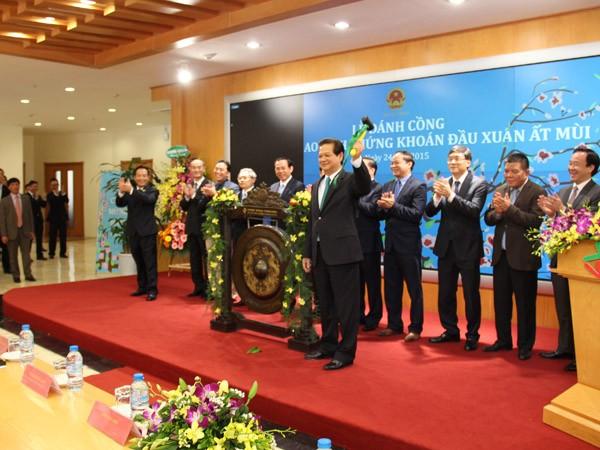 Thủ tướng Nguyễn Tấn Dũng đánh cồng khai trương phiên giao dịch chứng khoán đầu năm Ất Mùi ảnh 1