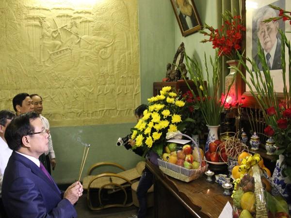 Bí thư Thành ủy Phạm Quang Nghị thăm một số gia đình, cá nhân tiêu biểu ảnh 1