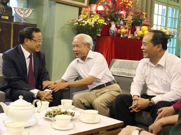 Bí thư Thành ủy Phạm Quang Nghị thăm một số gia đình, cá nhân tiêu biểu ảnh 2