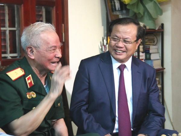 Bí thư Thành ủy Phạm Quang Nghị thăm một số gia đình, cá nhân tiêu biểu ảnh 5