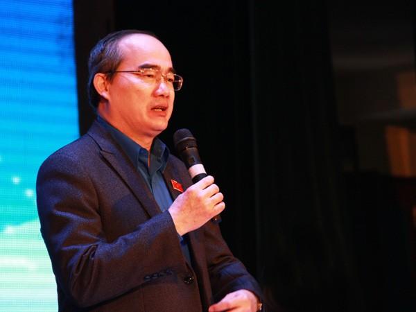 Chủ tịch Ủy ban Trung ương MTTQ Việt Nam Nguyễn Thiện Nhân tham gia đối thoại với các công dân trẻ