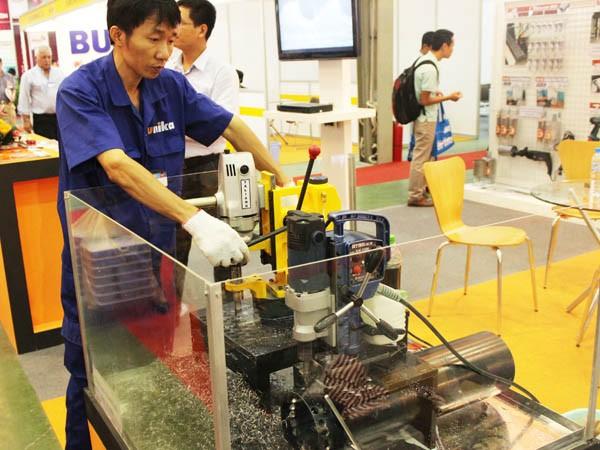 ADB dự báo kinh tế Việt Nam tiếp tục giữ ổn định trong năm 2016 với mức tăng trưởng 6,7%