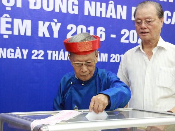 Chủ tịch UBND TP Nguyễn Đức Chung trúng cử Đại biểu HĐND TP với số phiếu cao nhất ảnh 1