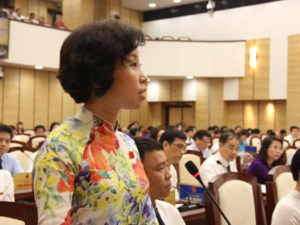 Đại biểu Phạm Thị Thanh Mai nêu câu hỏi chất vấn
