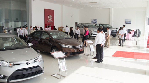 Trong khi kim ngạch nhập khẩu ô tô liên tục giảm thì lượng xe dưới 9 chỗ vẫn tăng