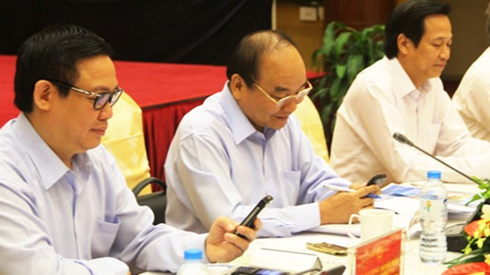 Thủ tướng Nguyễn Xuân Phúc, Phó Thủ tướng Vương Đình Huệ và các đại biểu đã cùng nhắn tin ủng hộ người nghèo