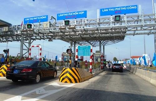 Tổng cục đường bộ Việt Nam yêu cầu các trạm BOT dọc các tỉnh miền Trung xả trạm phục vụ di dân và tạo thuận lợi cho các phương tiện đi tránh bão số 10