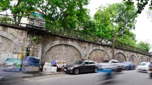 Đề nghị thí điểm phá dỡ 1 vòm cầu đường sắt phố Phùng Hưng ảnh 1
