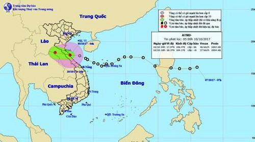 Đi nhanh hơn so với dự báo ngày hôm qua, áp thấp nhiệt đới bất ngờ đổ bộ vào các tỉnh Hà Tĩnh, Quảng Bình trong sáng sớm nay (10-10)