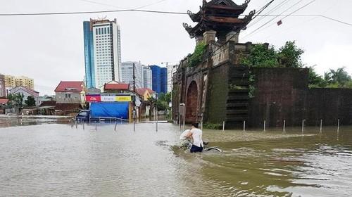 Nhiều nơi tại TP Vinh (tỉnh Nghệ An) ngập sâu trong nước (ảnh: Báo Nghệ An)