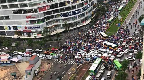 Mưa trong sáng 10-10, gây tắc nghẽ tại một số tuyến đường trên địa bàn TP Hà Nội