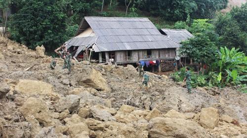 Tính đến 16h ngày 12-10, mưa lũ đã làm 80 người chết và mất tích