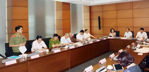 Đoàn ĐBQH TP. Hà Nội thảo luận tại tổ chiều 2-6