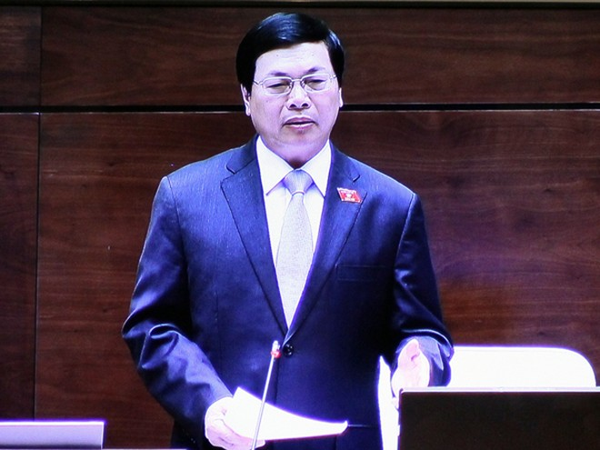 Bộ trưởng Bộ Công Thương Vũ Huy Hoàng trả lời chất vấn