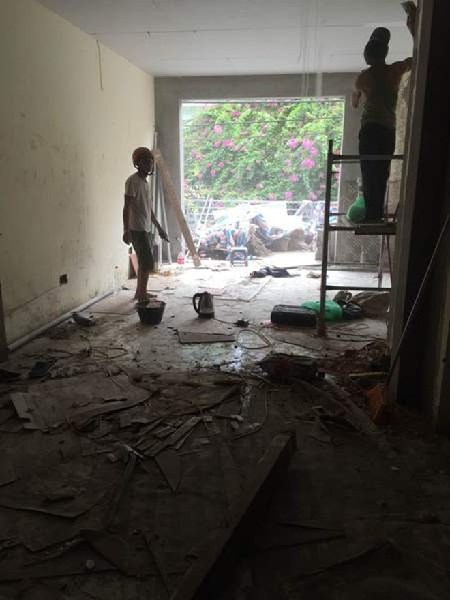 Bên trong căn hộ ở tầng 2 đang tiếp tục thi công