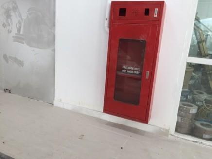 Tủ cứu hỏa trống không