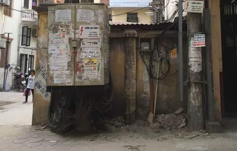 Từ 5-5-2017, việc quảng cáo trên cột, tủ điện sẽ bị phạt nặng