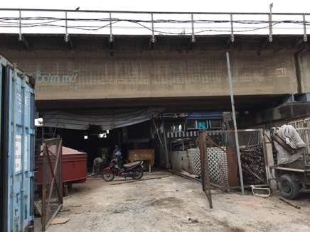 Xưởng cơ khí nằm trong hành lang an toàn đường sắt