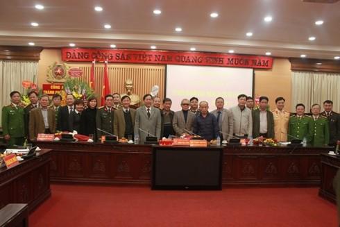 Các đại biểu tham gia buổi gặp mặt chụp ảnh kỷ niệm