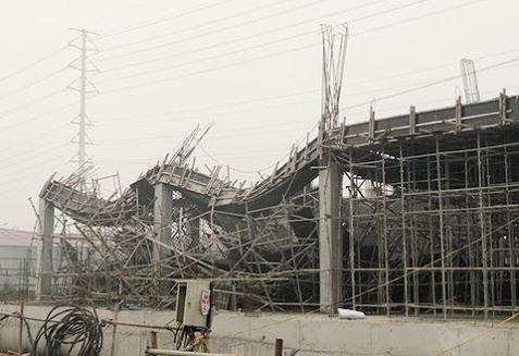 Hiện trường vụ sập giàn giáo khiến 6 người thương vong ở đường Tố Hữu, Hà Nội