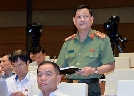Đại biểu Đại biểu Nguyễn Hữu Cầu (đoàn Nghệ An) phát biểu tranh luận