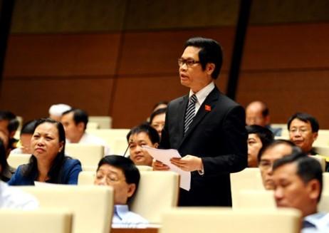 Đại biểu Vũ Tiến Lộc (đoàn Thái Bình) phát biểu thảo luận