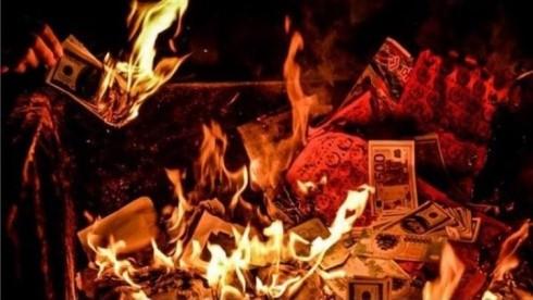 Việc đốt vàng mã vô tội vạ trong ngày Rằm tháng bảy là không nên