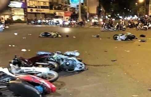 Hiện trường một vụ tai nạn liên hoàn do một người phụ nữ lái xe gây ra
