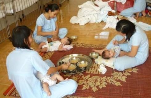 Không ít trẻ bị bỏ rơi đã được đưa đến các trung tâm bảo trợ xã hội nuôi dưỡng (ảnh minh họa)