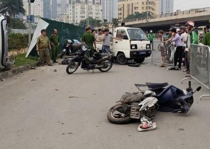 Hiện trường vụ tai nạn tại ngã tư Phạm Hùng giao Xuân Thuỷ (Hà Nội)