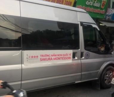 """Từ """"quốc tế"""" vẫn hiện diện trên những chiếc xe đưa đón học sinh của nhiều trường"""