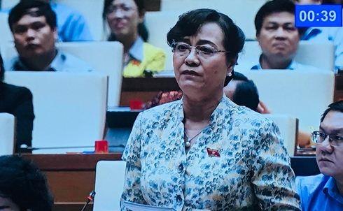 Đại biểu Nguyễn Thị Quyết Tâm bật khóc tại hội trường khi tranh luận