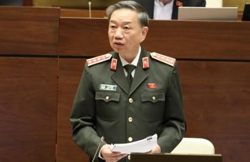 Bộ trưởng Bộ Công an Tô Lâm đọc Tờ trình trước Quốc hội