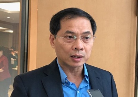 Thứ trưởng Thường trực Bộ Ngoại giao Bùi Thanh Sơn bên hành lang Quốc hội