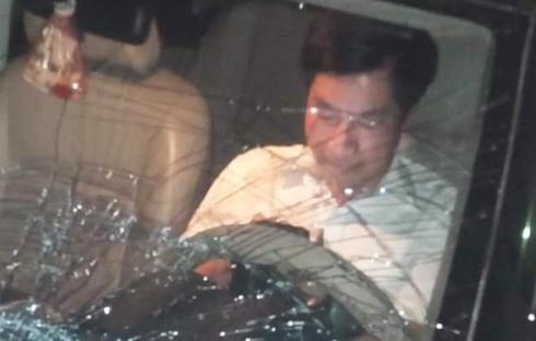 Ông Nguyễn Văn Điều trong chiếc xe gây tai nạn