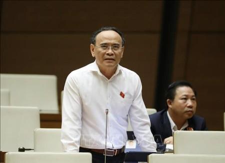 Đại biểu Nguyễn Văn Quyền (đoàn Cần Thơ) phát biểu tranh luận