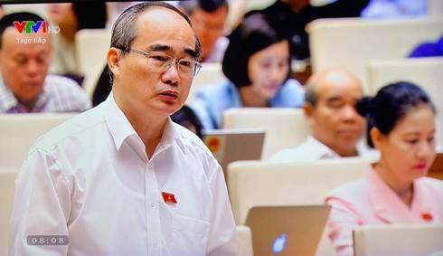 Bí thư Thành ủy TP.HCM Nguyễn Thiện Nhân phát biểu thảo luận