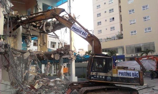 Việc phá dỡ công trình vi phạm phải đảm bảo an toàn tuyệt đối