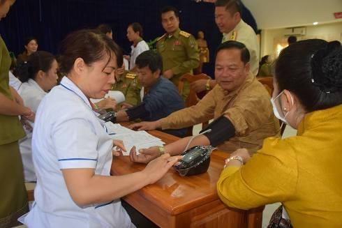 Công an Hà Nội mang nghĩa tình đồng chí đến Viêng Chăn (Lào)