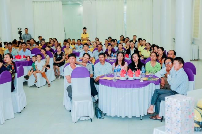 Rất đông người thân và khách hàng quan tâm tham gia lễ chi trả quyền lợi bảo hiểm