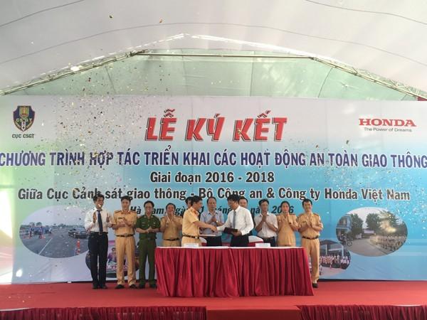 Lễ ký kết giữa Cục CSGT và Honda Việt Nam