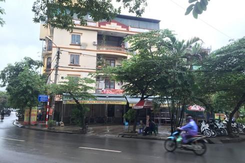 Nhà hàng ẩm thực Hà Dương được cho là lấn chiếm bãi đỗ xe của khu dân cư